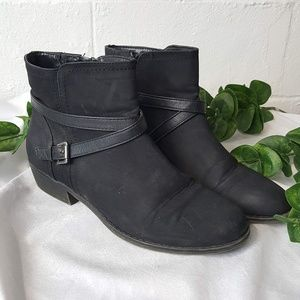 G. H. Bass & Co Wilma Ankle Zip Buckle Boots Sz 9